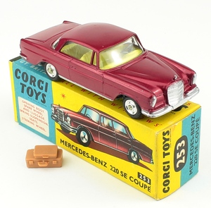 Corgi 253 mercedes coupe yy315